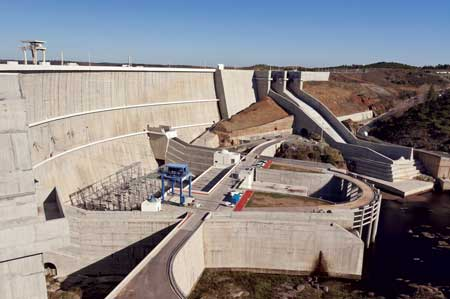 Alqueva Dam is the location of the 520 MW Alqueva 2 pumped-storage facility, which was recently expanded through the addition of two reversible pump-turbine units.
