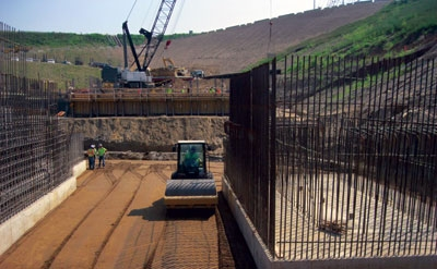Construction of the cofferdam needed to dewater the site for installation of the 84-MW powerhouse at Cannelton Locks and Dam was completed in June 2011.