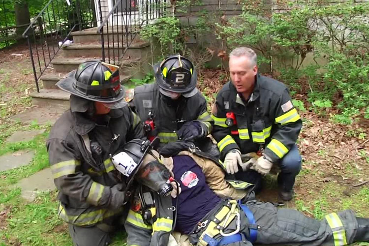 Training Minutes: Doffing Firefighter PPE in Mayday Situation - Fire