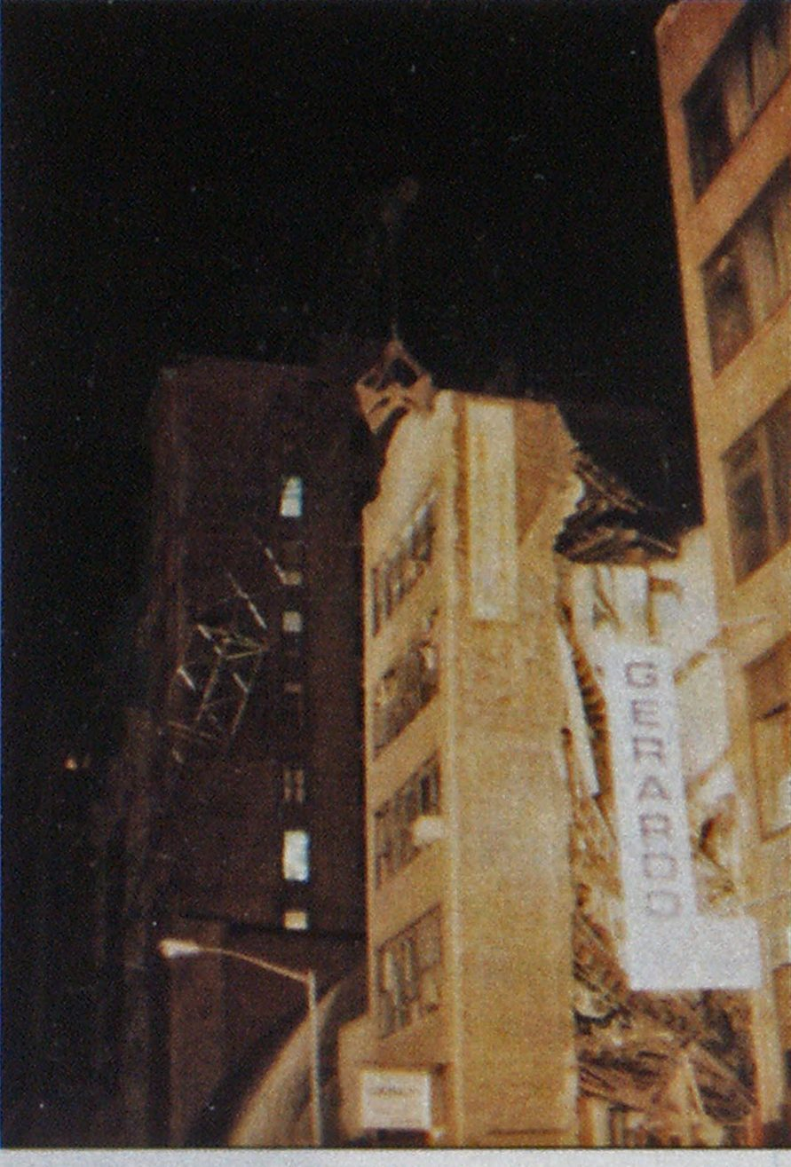 The shifting building facade became too unstable for risk analysis. An expert crane operator bit the structure down without disturbing the debris and the voids within.