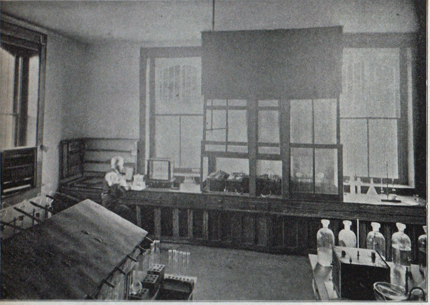 INTERIOR OF ILLINOIS STATE LABORATORY.