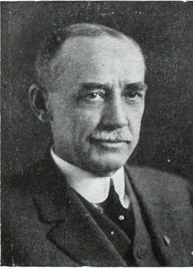 EDWARD E. WALL Trustee. Water CommissiOner, St. Louis, Mo.