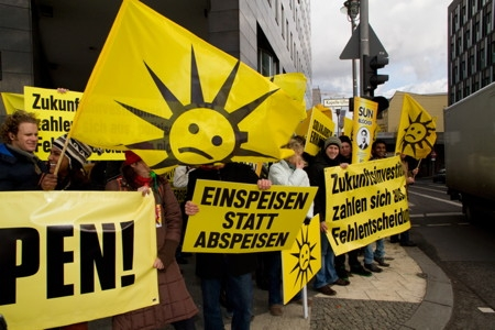 Protesters in front of the Federal Economics Ministry in Berlin on Feb. 22, prior to the Feed-in Tariff announcement. (Source: BSW-Solar)