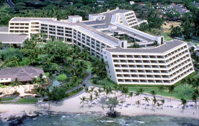 Mauna Lani Bay Resort Hotel in Hawaii. Courtesy Powerlight.