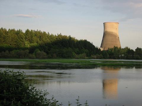 Big, Expensive Power Plants Undermine a Clean Energy Future